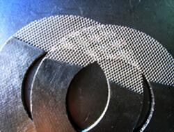 Grafīta starplika, pastiprināta ar metāla acīm